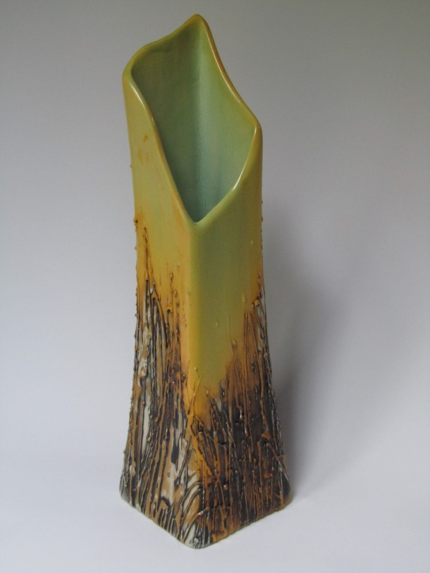 SC - rectangular vase - frosted melon with black UG