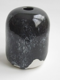 wes-25-vase-5-5-in-black-over-white-satin-matt-hand-thrown
